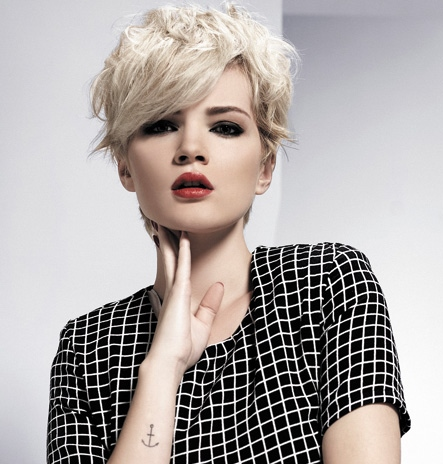 2015-layered-blonde-pixie-crop-hairstyle